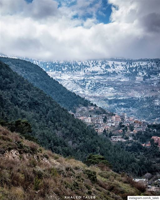 تدرجاتٌ من هنا حتى الجبل ثم الغيمات ♥️أسعد الله صباحكم من عكار_العتيقة ...