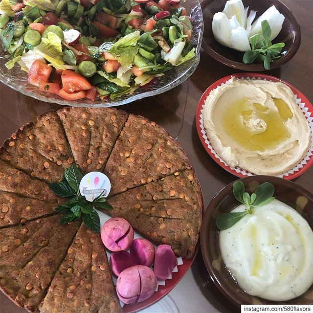 Syem mbarak 😍😋 let's start with these tasty items: kebbet hommos, nayyet... (Zgharta)