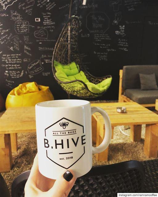 من اجمل اللحظات ان انفرد بك مع كوب قهوة.. ramramcoffee turkishcoffee ... (B.HIVE)