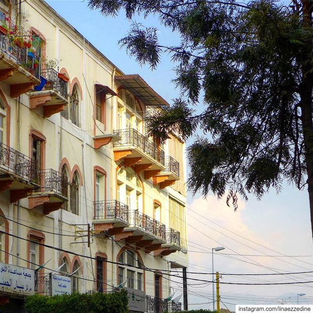 Un rayon de lumière 🌤après la pluie🌨.. beirut lebanon ... (Mar Mikhael-Armenia The Street)