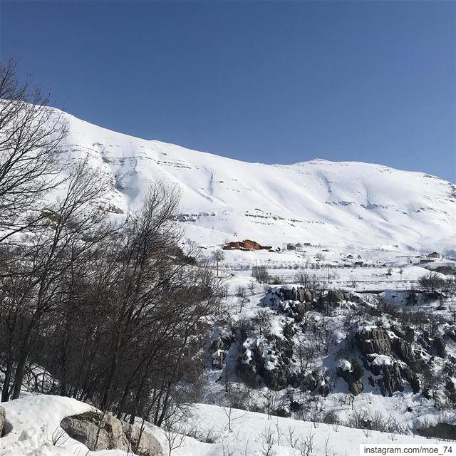 Le médecin soigne...la montagne guérit. lebanon lebanese livelovebeirut... (Mount Sannine)