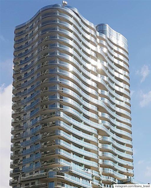🇱🇧🇧🇷 Situada no coração de Beirute, a Torre DAMAC de 28 andares com... (Damac Tower Beirut)