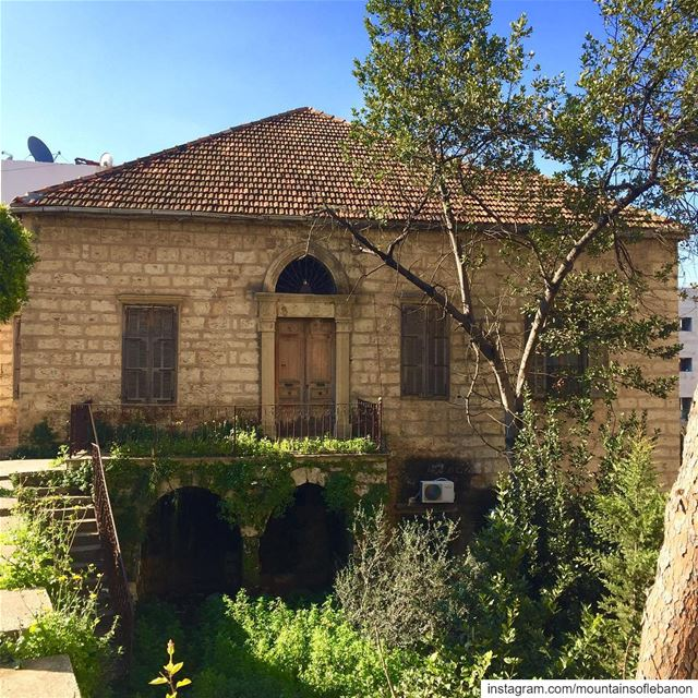 Morning discovery at Baabda! an Old Stone house not sure if abandoned,... (Baabda)