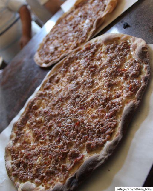 🇱🇧🇧🇷 Carne (foto) / zaatar / queijo (...) Qual é o sabor do seu Man'ou (Lebanon)