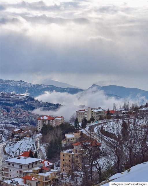 حتّى السما بتحبّ تزور إهدن وتتبارَك من وديانهاإهدن اسمها من جنّة عَدَنوا (Ehden, Lebanon)