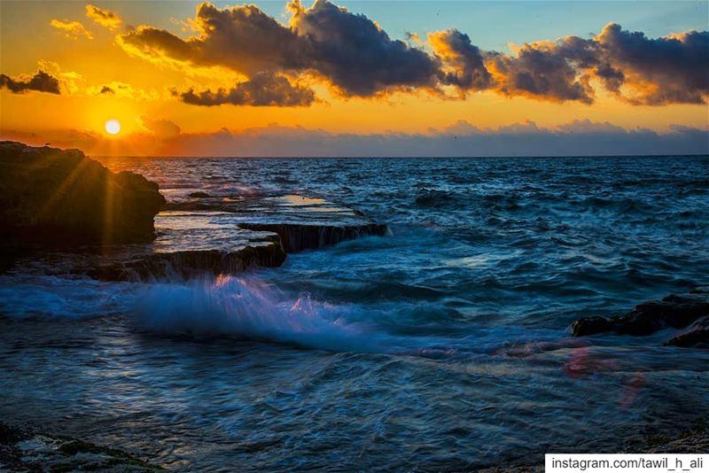 Vived Sunset 🌅--- sunset sunset_pics insta_lebanon instapic ... (Beirut- Al Rawsheh)