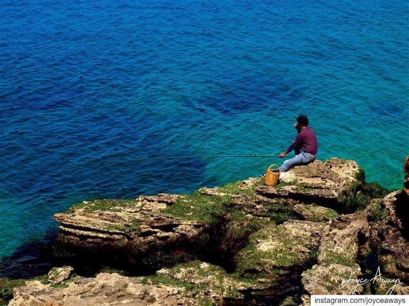 إليك صمتي فاقبله معبِّراً عمّا أعي وعمّا ما قد لا أعي....... (Corniche El Manara)