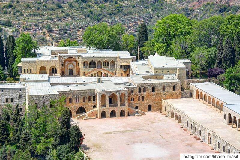 🇱🇧🇧🇷 Símbolo da rica história do Líbano: Palácio de Beiteddine visto... (Beiteddine Palace)