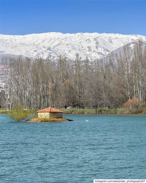 A beautiful early spring day - Taanayel Lake and the snow capped Mount... (Deïr Taanâyel, Béqaa, Lebanon)