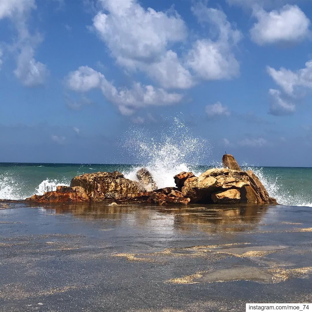 The Rocks won't move an inch and the Waves won't stop trying. Persistence... (الناقورة / Al Naqoura)