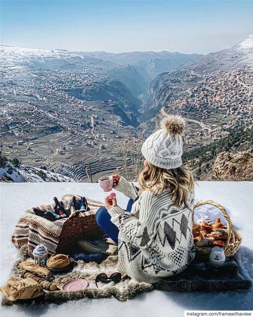 We need more picnics in this life... 💙 Also, I think this is my favorite... (El Arz, Liban-Nord, Lebanon)