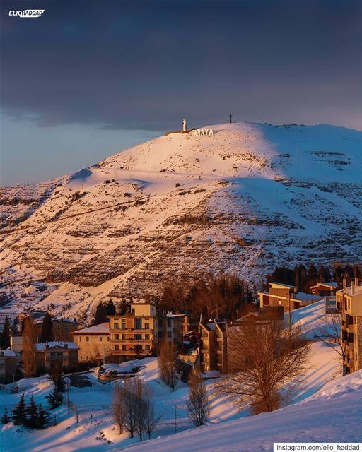 خلّي عيونك علينا ✞ @eliohaddadphotography LEBANON 🇱🇧 StCharbel ... (Kfardebian, Mont-Liban, Lebanon)