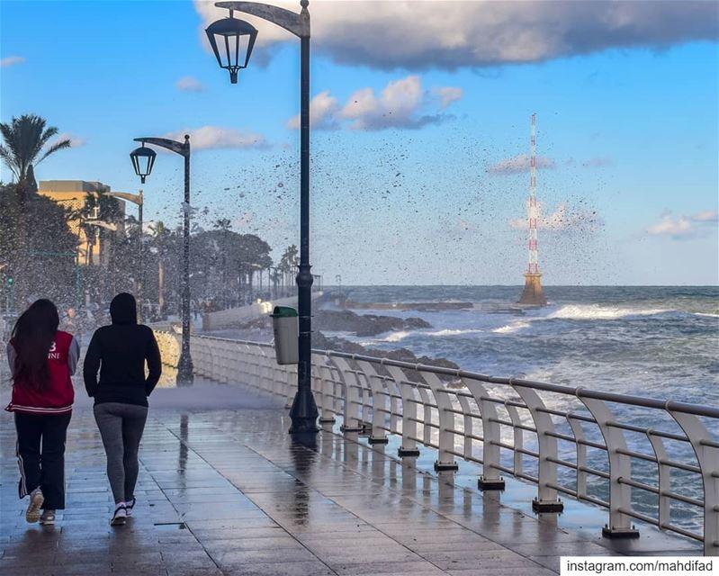 🌊🌊....... morning Beirut Lebanon sky sea clouds pysglb prestorm... (Ain El Mreisse, Beyrouth, Lebanon)