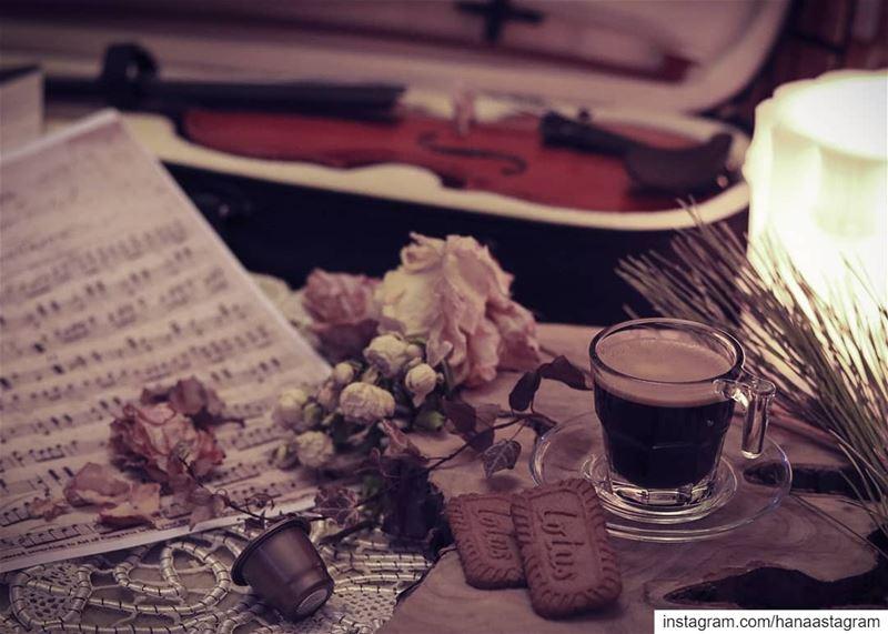 لذة المساء في كوب قهوة وعزلة موسيقية.....بعلبك روقان_تايم تصوير عدستي ...
