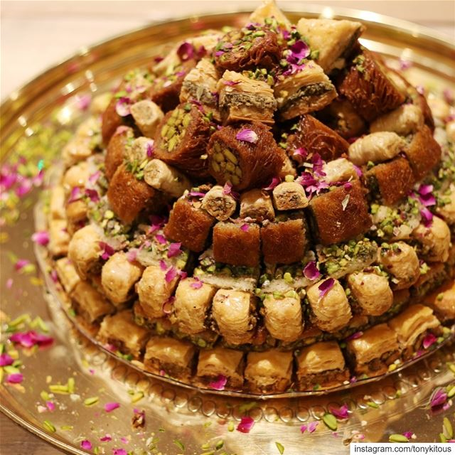 Sweet love 💖 ......... comptoirlibanais baklava baklawa share... (Comptoir Libanais)