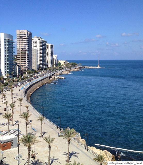 🇱🇧🇧🇷 Bom dia! Que tal começar a terça-feira caminhando pela agradável... (Beirut, Lebanon)