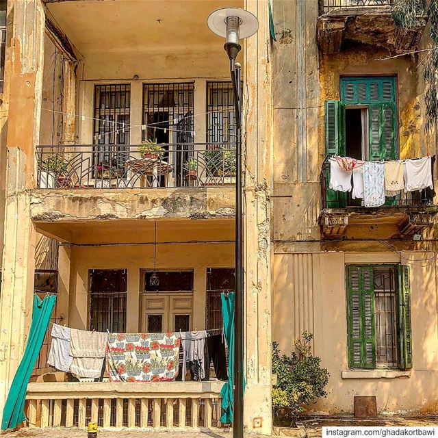 Sun dried Fridays..... laundryday balconies oldbuilding green ... (Achrafieh, Lebanon)