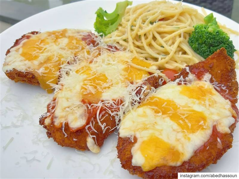 Chicken parmigiana & penne quattro fromaggi for dinner 😋........... (Mélange)
