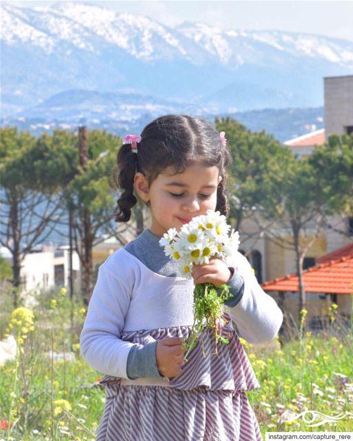 أفتقد للبراءة التي كانت في عينيّ،وللحنّية في قَلبَينا،والضحكة على شفتينا❤️... (Baqâata, Mont-Liban, Lebanon)