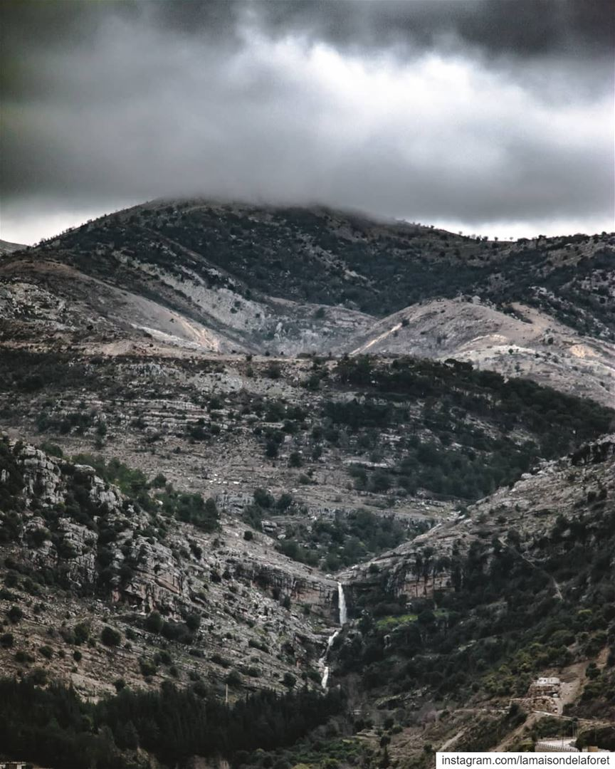On a cloudy afternoon ☁️⛰ ⠀⠀⠀⠀⠀⠀⠀⠀⠀⠀⠀⠀ Jezzine Cloudy Clouds Mountains...