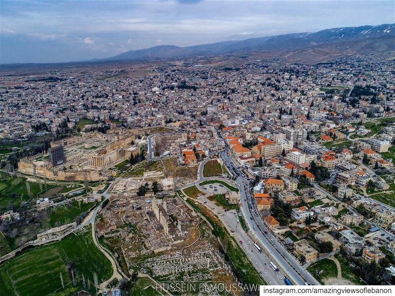 Baalbeck the roman🙏🏻 by @hussein_el_moussawe see you later✌️ lebanon_ig... (Baalbeck, Béqaa, Lebanon)