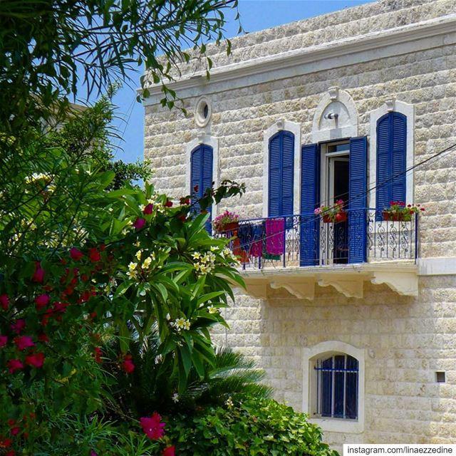 Spring mood 🌸🌸🌸..... kaslik lebanon architecture lebanontraveler... (Al Kaslik, Mont-Liban, Lebanon)