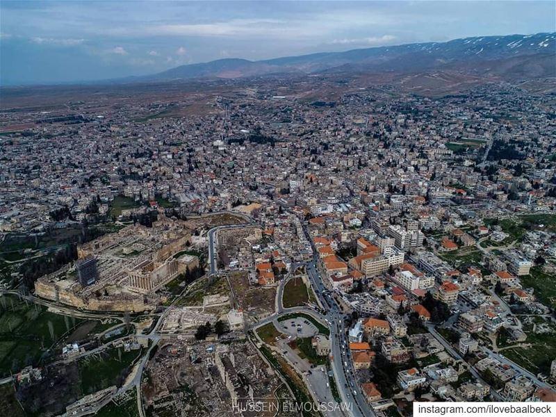 By Hussein ElMoussaoui Baalbeck IloveBaalbeck Lebanon livelovebaalbeck... (Baalbek, Lebanon)