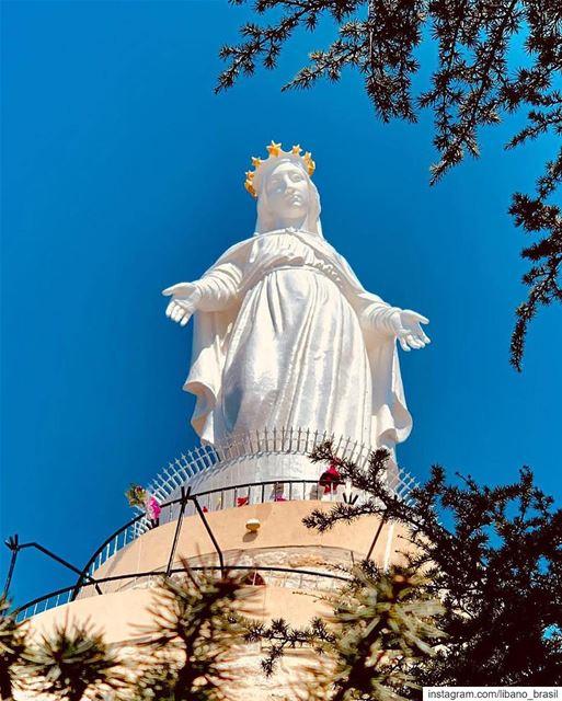 🇱🇧🇧🇷 Que a Nossa Senhora do Líbano nos proteja e abençoe o dia de... (Harîssa, Mont-Liban, Lebanon)