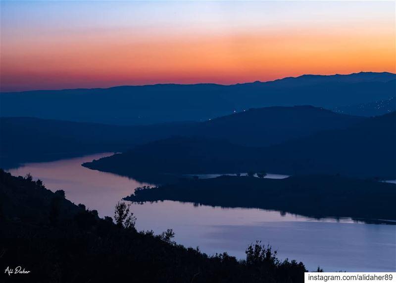 Qaroun lake at sunrise 🌅5:30AM.... sunset sunsetpics landscape... (Lake Qaraoun)