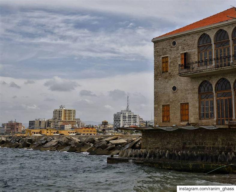 ᶰᵉᵃʳ ᵗʰᵉ ˢᵃᵐᵉ ˢᵉᵃ ..ᵘᶰᵈᵉʳ ᵗʰᵉ ˢᵃᵐᵉ ˢᵏʸ !........ insta_lebanon ... (Tyre, Lebanon)