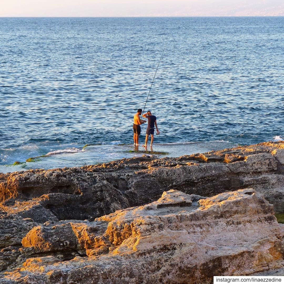 Who said it is cold outside 🧣🧤🎣🎣🎣.. sea fishing beirut ... (Ain El Mreisse, Beyrouth, Lebanon)