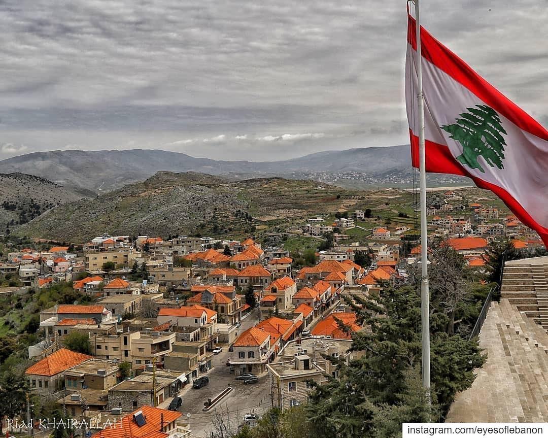صباح الخير من راشيا Credits to @riadkhairallah・・・ lebanon flag ... (Rachaïya, Béqaa, Lebanon)