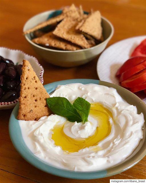 🇱🇧🇧🇷 O que não pode faltar num legítimo café da manhã libanês? Acertou... (Lebanon)