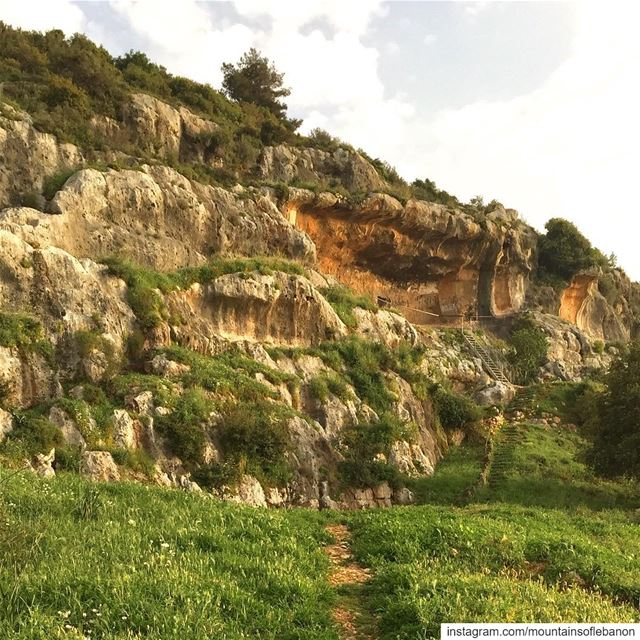 The vandalized ,Abandoned, and left to be forgotten grotto of very... (El Qalamoûn, Liban-Nord, Lebanon)