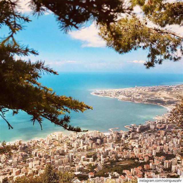 بحـره بــرّه درّة الشرقين. mediterranean sea and Lebanon, what a ...