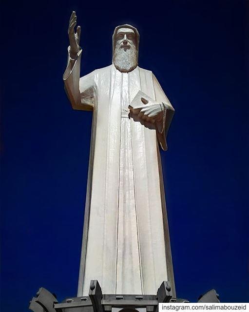 """""""لا تبدأ شيئاً على الأرض ما لم ينته في السماء"""". مار شربل """"Do not start... (Saint Charbel-Faraya)"""