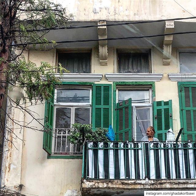 T'as pas entendu comme un bruit?.... olldlady balcony green ... (Achrafieh, Lebanon)
