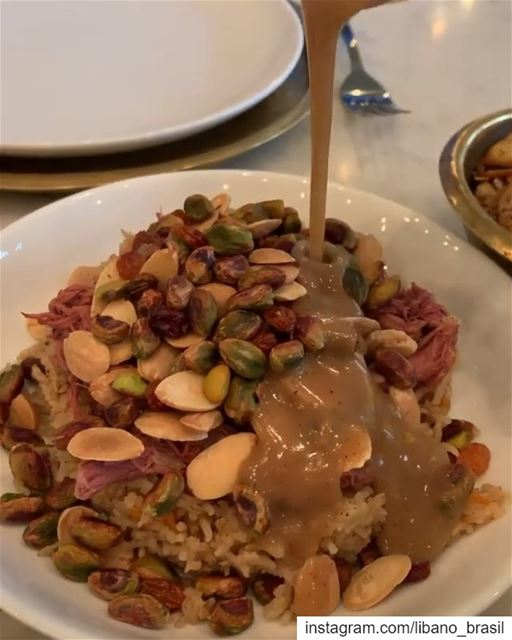 🇱🇧🇧🇷 Cordeiro com arroz e pistaches ao molho de pimenta. Iguaria... (Liza Restaurant)