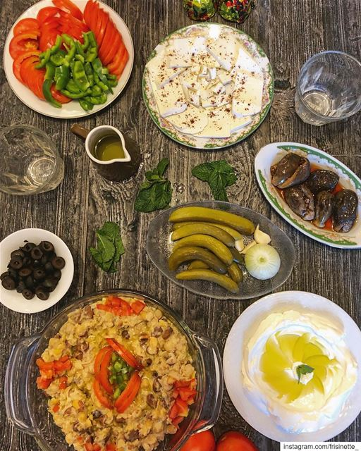 This recipe uses canned fava beans , hummus and stews them with garlic,... (Montreal, Quebec)