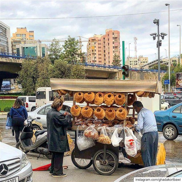 كعك كعك! ..... marchandambulant kaak cartvendor streetofbeirut ... (Ministry of Finance (Lebanon))