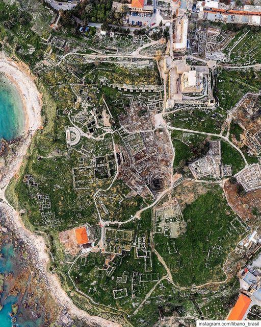 🇱🇧🇧🇷 7 mil anos de história vistos de cima. Aqui estão as ruas antigas... (Byblos, Lebanon)
