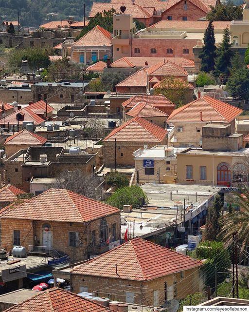 صباح الخير من دير القمر Credits to @buddcorp・・・Rise and Shine ... (Dayr Al Qamar, Mont-Liban, Lebanon)