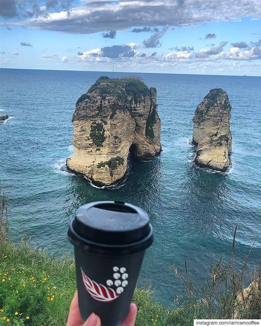 بس تتصبح بقهوتك مع هيك منظركل نهارك بصير حلو... ramramcoffee ... (روشة بيروت)