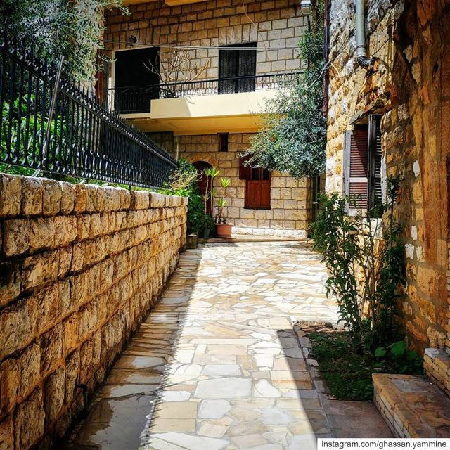 Ghassan_Yammine  streetstyle  beststreets  perspective  architect ... (Beït Chabâb, Mont-Liban, Lebanon)