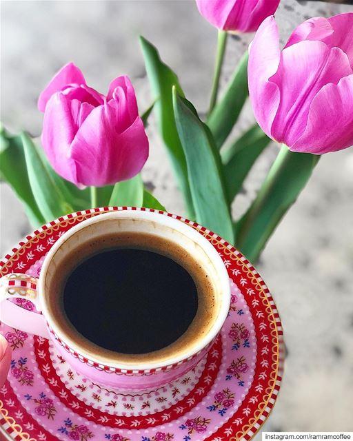 عندما تفوح رائحة القهوة يفوح معها عبير الحنين لاشخاص عشقناهم ابعدتهم الم