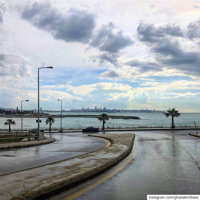 Beyrouth à l'horizon...... lastdaysofrain sea darkskies corniche... (Dbayeh, Mont-Liban, Lebanon)