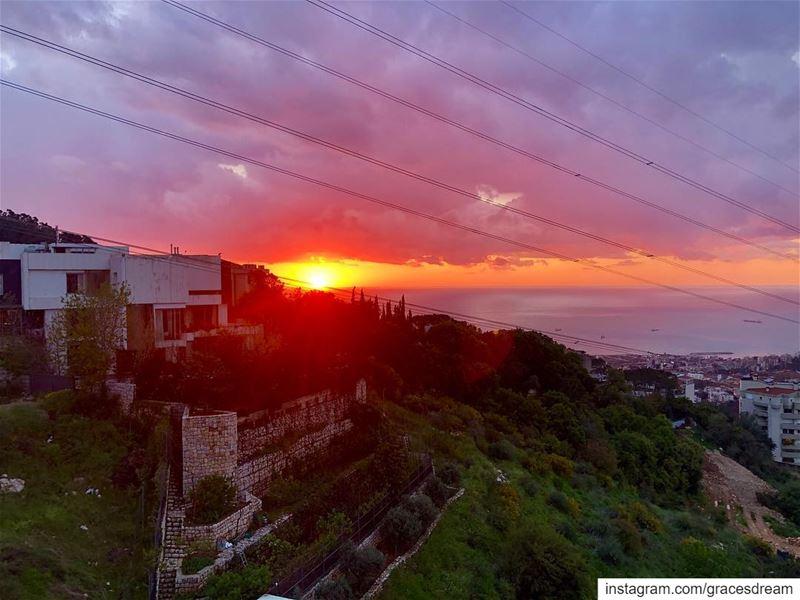 Sunset 🌞 NoFilter Beirut Lebanon Easter Sunday .......... (Er Râbié, Mont-Liban, Lebanon)