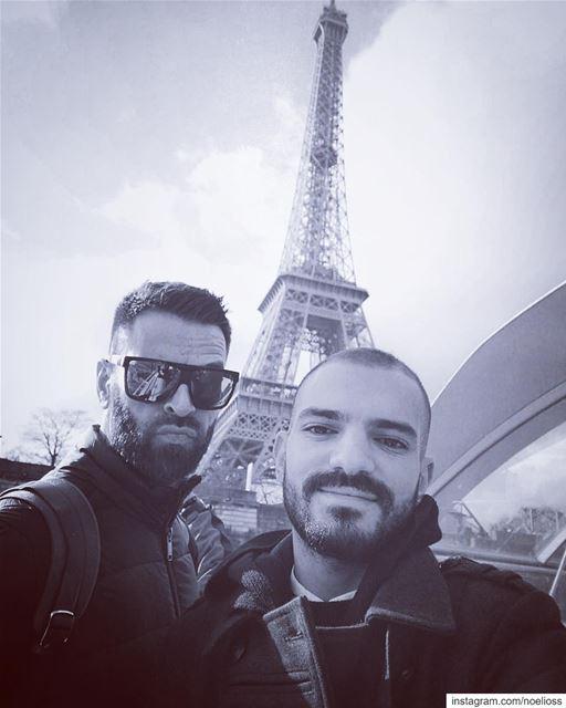 Paris, c'est comme une histoire d'amour, on se souvient seulement des... (Paris Tour Eiffel)