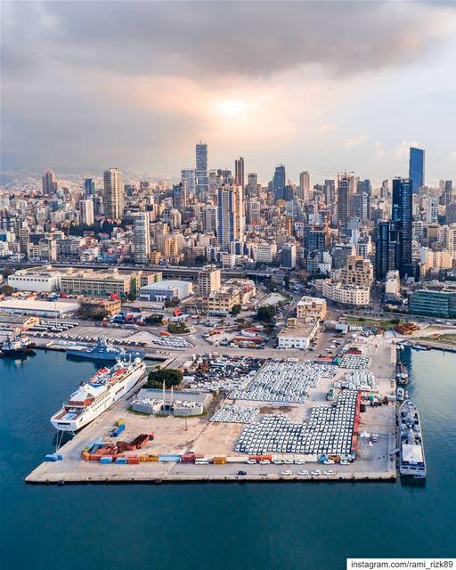 Beirut waterfront skyline 🌁... Beirut Lebanon djimycity djicreator... (Beirut, Lebanon)