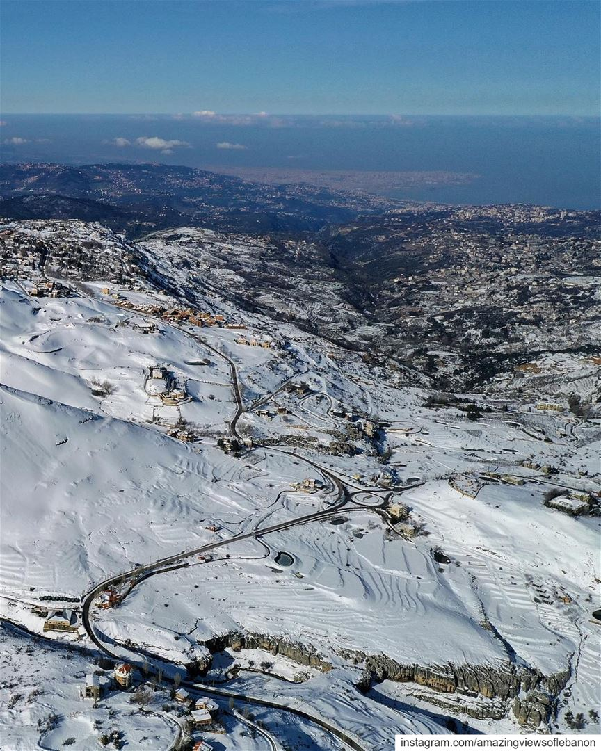 Lebanon🇱🇧 is the country where you can ski ⛷and go to the beach🏄‍♂️🏊‍♀️ (Kfardebian, Mont-Liban, Lebanon)